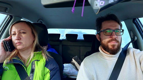 Family dad, mom and son go in the car on the winter road Archivo