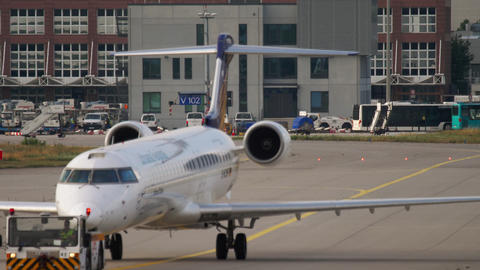 Bombardier CRJ-900 towing to service Live Action