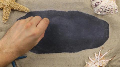 Word WELCOME, written on a chalkboard among seashells and starfishes lying on Archivo