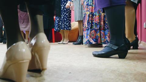 Elderly women ia dancing roundelay sirtaki dance together on the club Archivo