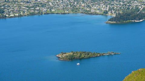 Amazing view of a luxury yacht at Wanaka Lake Archivo