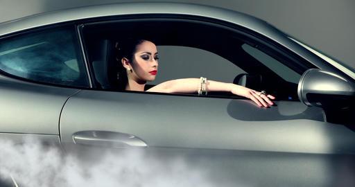 Fashion Model Posing In A Car ビデオ