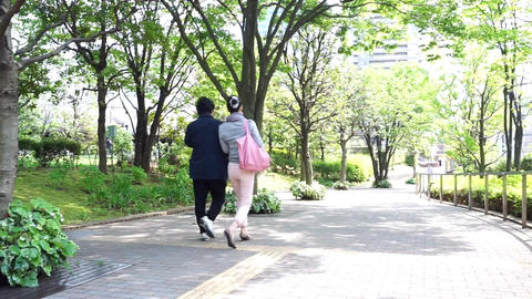 Two women walking a refreshing green road ビデオ