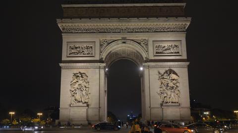 Night view of Arc de Triomphe in Paris, France Archivo