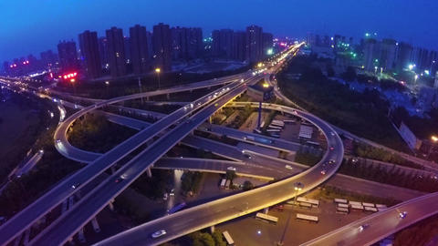 Aerial Shot Of Traffic Moving On Overpasses At Night Live影片