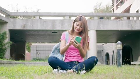 student use the smart phone ライブ動画