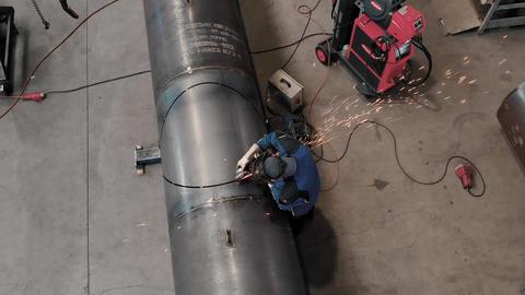 Aerial view of Welder working on big tube Archivo