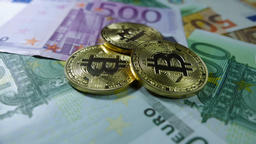 Bitcoin and real money, cryptocurrency, e-commerce Archivo