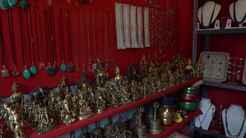 Gift shop in India without people Archivo