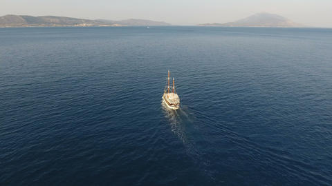 [alt video] Traditional Yacht is Traveling Slowly