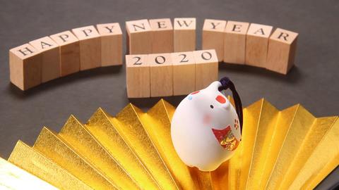 お正月イメージ 金扇とネズミの置物 ビデオ