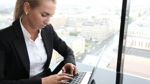 Businesswoman with laptop Live Action