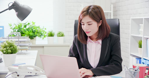Young asia woman work in office Archivo