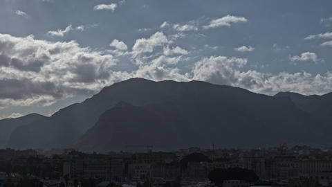 Timelapse of cloudscape and city at the bottom of mountains Archivo