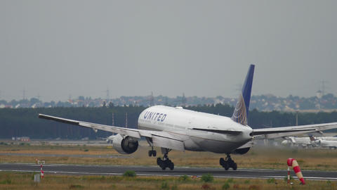 United Airlines Boeing 777 landing GIF
