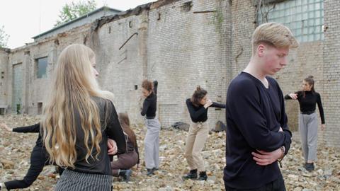 Concept of broken relationships Live Action