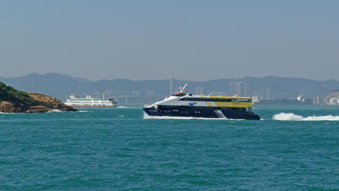 High-speed ferry boat in harbor of Hong Kong ビデオ