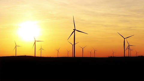 Timelapse Of Wind Turbines Over Sunset Sky Generating Electricity. Sustainable Energy Power Archivo