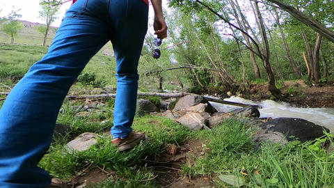 Walking Around River ビデオ