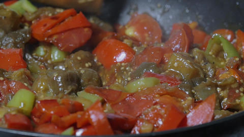 Stirring Vegetables Stewing in the Frying Pan ライブ動画