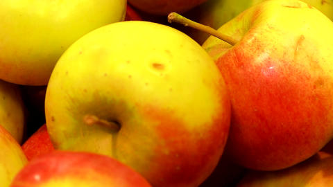 Apples in the supermarket Live Action