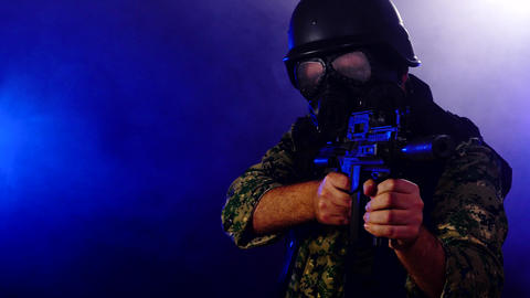 Soldier wearing gas mask holds rifle through smoke looking at camera us flag reveal Live影片