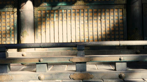 Tilt down from outer building at Toshogu shrine Live影片
