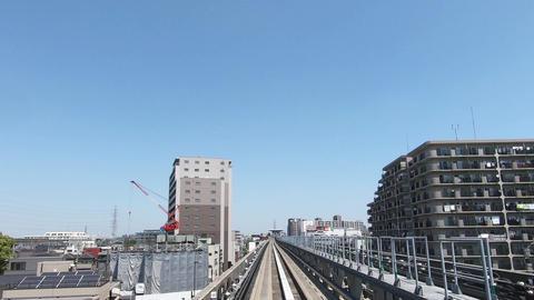 Urban traffic traveling straight through a residential area ビデオ