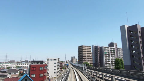 Urban traffic traveling in a residential area ライブ動画