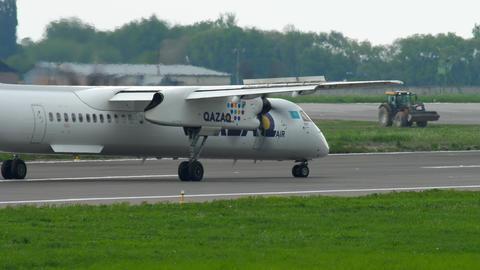 Turboprop airplane braking Footage