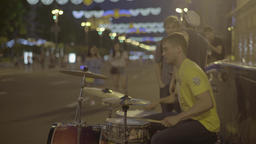 Kiev night. Khreshchatyk Street. The center of the city. Street musician Live Action