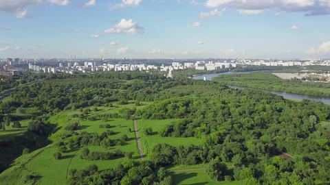 Aerial Moscow view with green park and river, Russia Archivo