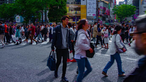 A timelapse of people at the crossing in Shibuya Tokyo daytime wide shot ビデオ