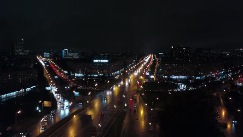 Aerial view of traffic on night roads in Moscow, Russia Archivo