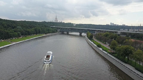 An aerial view of the summer Moskva river Archivo