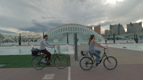 On bicycles along the City of Arts and Sciences Archivo