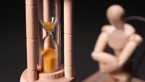 砂時計と木の人形 ライブ動画