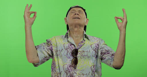 Senior man tourist in colorful shirt doing meditation. Handsome old man Footage