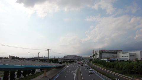 Sunny day, cars coming and going ライブ動画