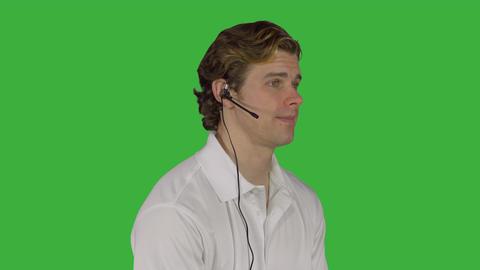 Man handles customer call (Green Key) ビデオ