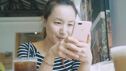 Girl Using Mobile Phone At Coffee Shop Live影片