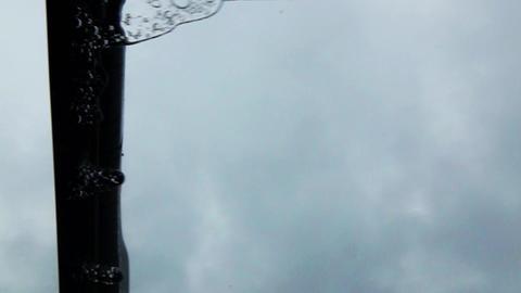 車窓の雨粒とワイパーの動き スローモーション Footage