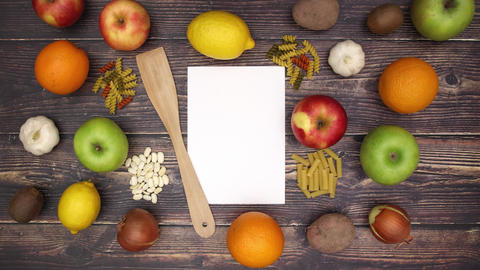 Paper spoon pasta fruits and vegetables - Stop Motion Animation