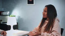 Psychologist therapy session: pretty black woman emotionally telling about her Footage