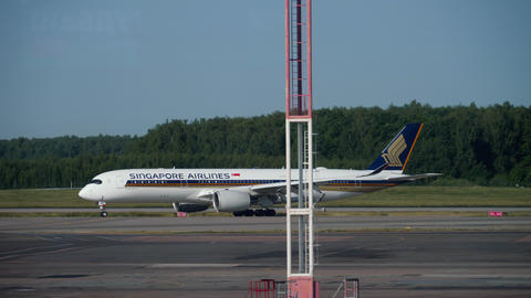 Singapore Airlines Airbus A350 taxiing after landing Live Action