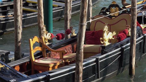Gondola in Venice - Gondola service in the canals Live Action