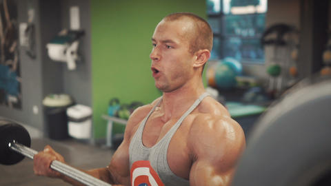 Bodybuilder do his biceps workout Footage