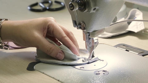 On the sewing machine sew children's shoes Live Action