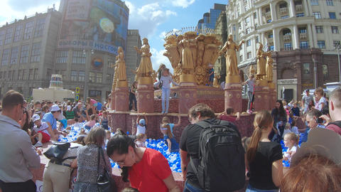Layout of the Fountain of Friendship of Peoples with white and blue balloons Live Action