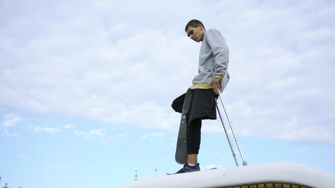 Young man with one leg on crutches training with skateboard. Disabled person ライブ動画